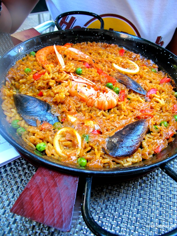 Seafood paella to the rescue of our hungry tummies!