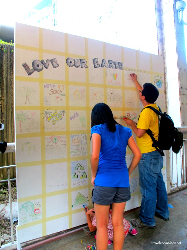 Messages of love to the earth from the public.