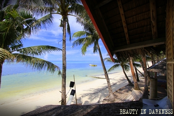 Boracay Island - Photo by Biqque from Beauty in Darkness