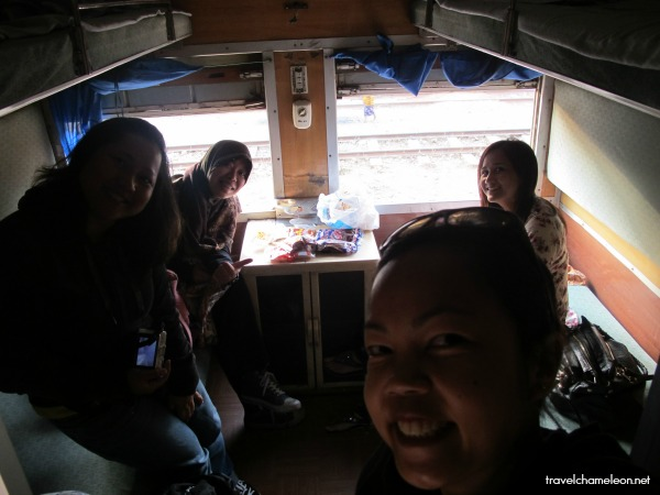 On a train from Yangon to Bagan with blogger friends Jard, Lilyriani and Anna.