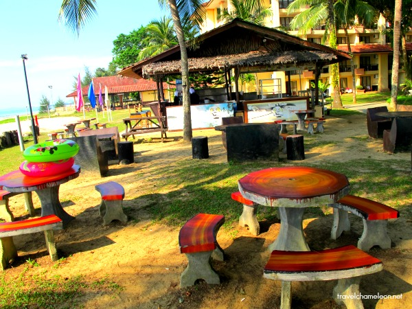 After the beach activities, have a break at this outdoor cafe by the beach.