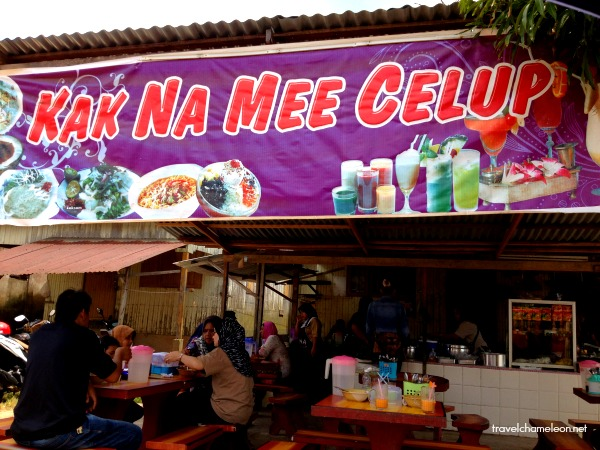 After shopping at Rantau Panjang, stop by Kak Na Mee Celup for lunch.