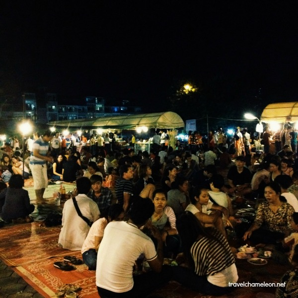 Sit together and have dinner at the Night Market picnic style.