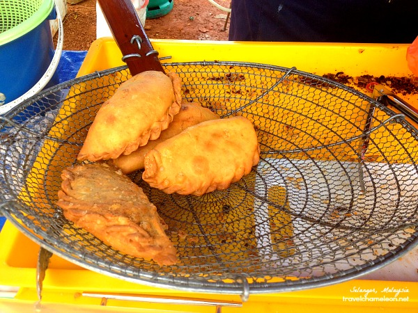 Crispy looking curry puffs with beef or chicken to your liking.