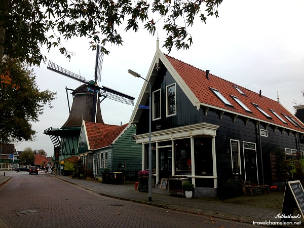 Even before arriving at Zaanse Schans we saw these cute windmill restaurant and green homes.