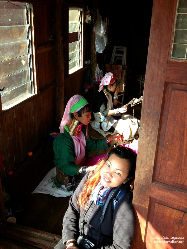 Hanging out with the Kayan women of the Paduang tribe, in Inle Lake.