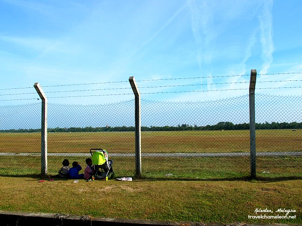 Watching the airplanes take off and land is one of the common things to do here in Kota Bharu.