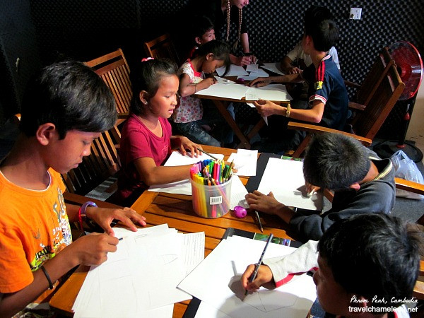 Children arriving to draw their Cambodia Dreams.