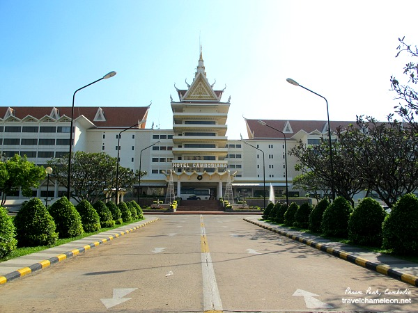 The 4-star Hotel Cambodiana with gym, swimming pool and rooms facing the Mekong River.