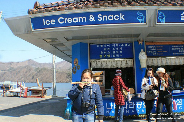Snacking on churros after the visit to Nami Island.